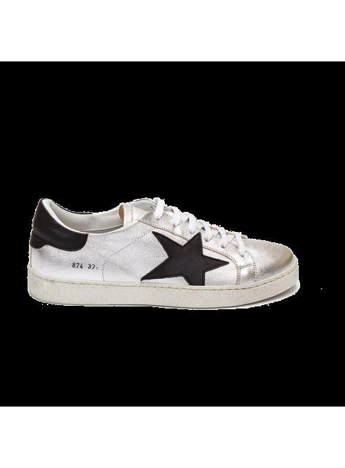 Sneakers argentées et étoile noire Ovyé