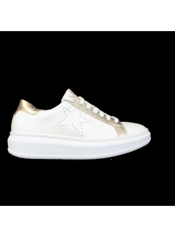 plutôt sympa profiter de gros rabais sur les images de pieds de Sneakers Blanches et Dorées à étoile Perforée Ovyé