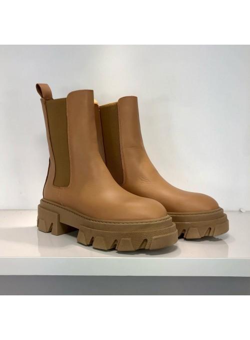 Boots cuir à grosses semelles camel